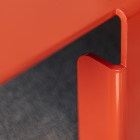 Beistelltisch HILLROY rot - Detail Kante